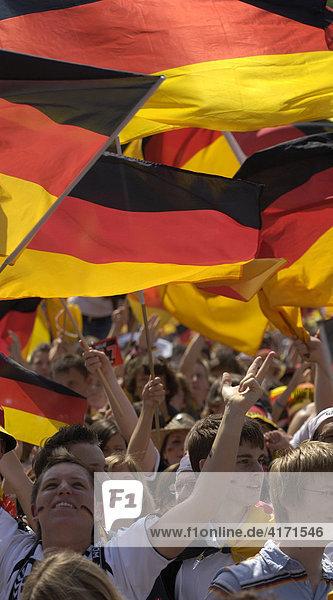 Fußballfans der deutschen Nationalmannschaft  Stuttgart  Baden-Württemberg  Deutschland