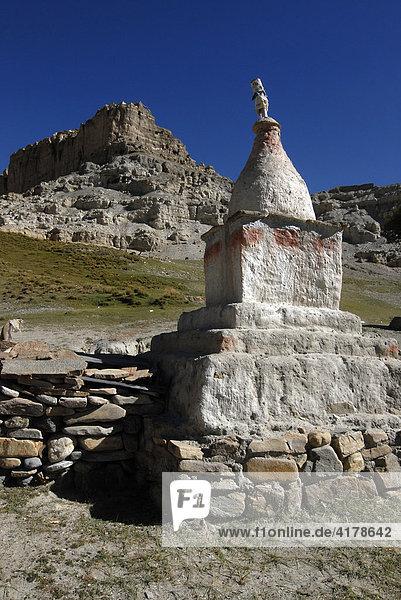 Stupa bei den Dungkar-Höhlen  Westtibet  Provinz Ngari  Tibet  China