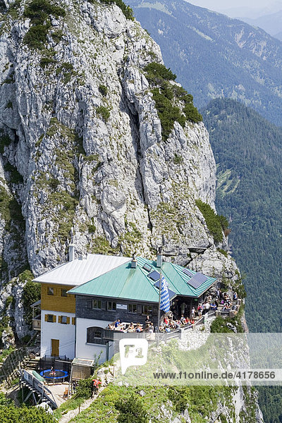 Tegernseer Hütte mit Buchstein  Oberbayern  Bayern  Deutschland