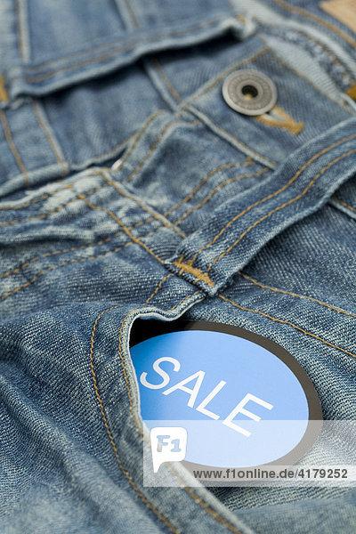 Jeans mit Schild