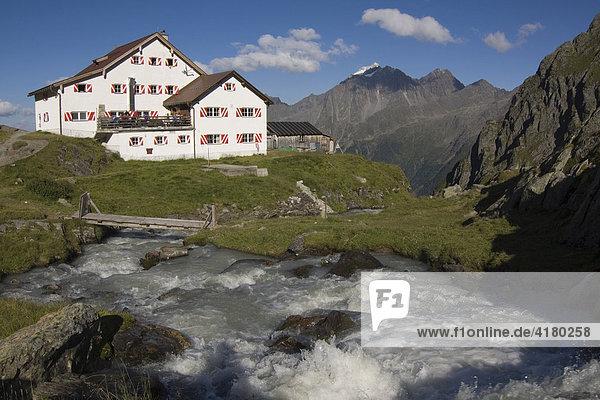 Neue Regensburgerhütte in den Stubaier Alpen  Nordtirol  Österreich  Europa