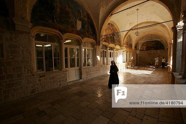 Kreuzgang des Franziskanerklosters in der Altstadt von Dubrovnik  Dubrovnik  Kroatien  Europa