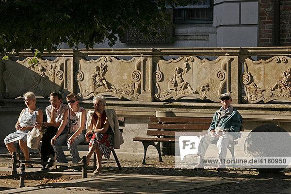 Rentner in der Altstadt von Danzig/Gdansk  Polen  Europa