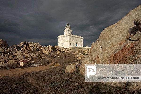 Leuchtturm am Capo Testa auf Sardinien  Italien  Europa