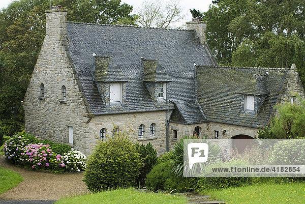 Typische bretonisches Steinhaus  Carantec  Bretagne  Frankreich
