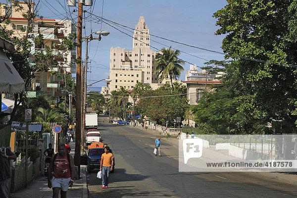 La Rampa  Straßenszene in Havanna  Kuba