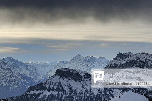Wolkenstimmung über den Zentralschweizer Alpen  Schwyz  Schweiz