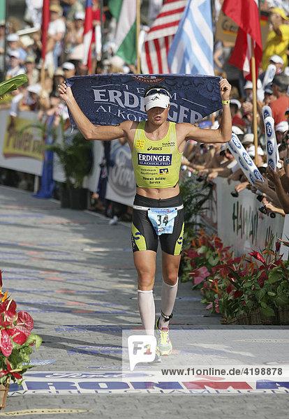 Michael Göhner (GER) bei der Ironman-Triathlon-Weltmeisterschaft im Ziel in Kailua-Kona  Hawaii USA.