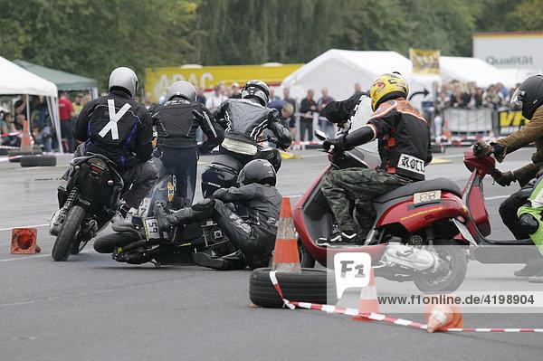 Mofa- und Rollerrennen auf dem Verkehrsübungsplatz des ADAC in Koblenz  Rheinland-Pfalz  Deutschland