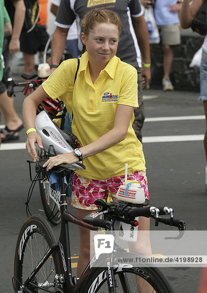 Die deutsche Triathletin Christina Waitz beim Rad-Check vor dem Ironman Hawaii 2007