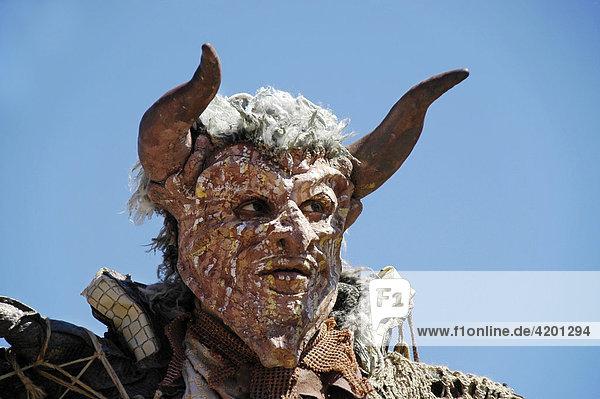 Rote Teufel Maske  Portrait  Kaltenberger Ritterspiele  Kaltenberg  Oberbayern  Bayern  Deutschland