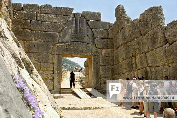Löwentor  Mauerring der Akropolis von Mykene  Peloponnes  Griechenland Löwentor, Mauerring der Akropolis von Mykene, Peloponnes, Griechenland