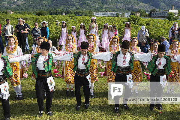 Tanzgruppe  Rosenfest  Rosenernte  Karlovo  Bulgarien