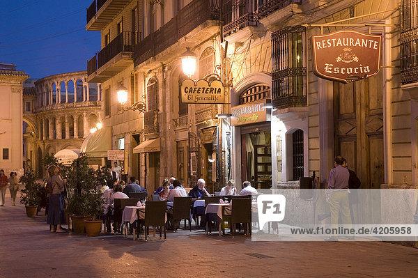 Gasse bei der Plaza de la Virgen  Restaurants  Valencia  Valencia  Spanien