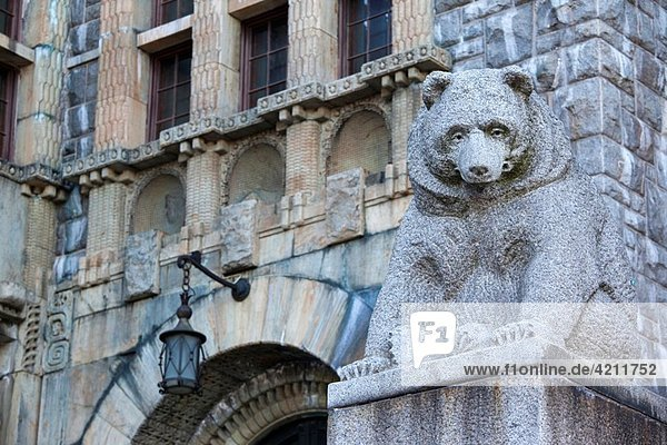 Finland  Helsinki  Kansallimuseo  National Museum of Finland  bear statue