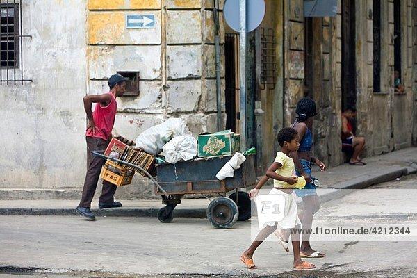 Cuba  Havana Vieja  man with trash