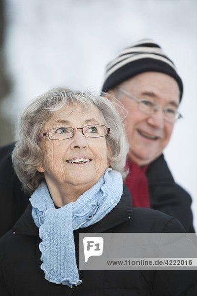 Glückliche Frau und Mann