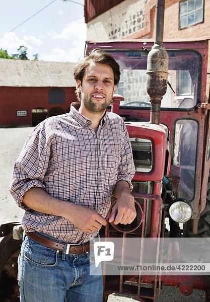 Landwirt mit Traktor 2