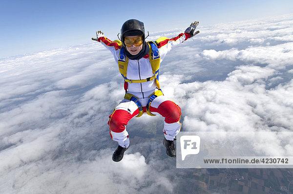 Fallschirmspringerin  Illertissen  Bayern  Deutschland  Europa