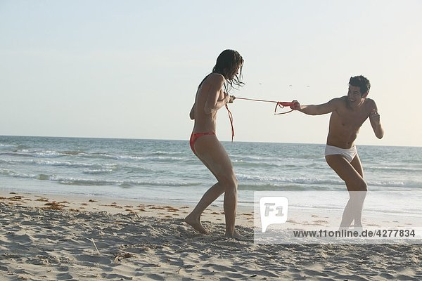 Paar Spaß am Strand