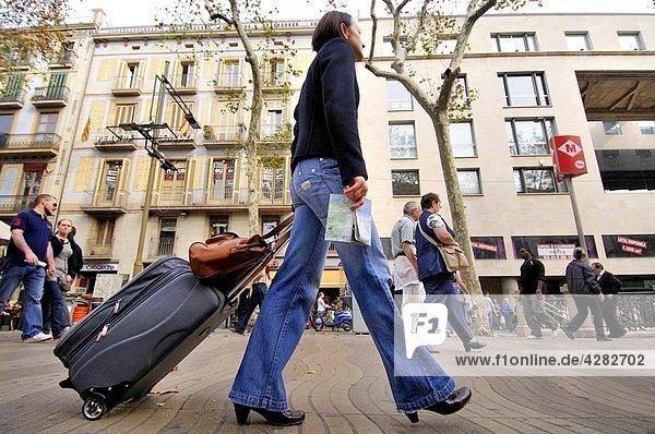 People walking on La Rambla  Barcelona  Catalonia  Spain