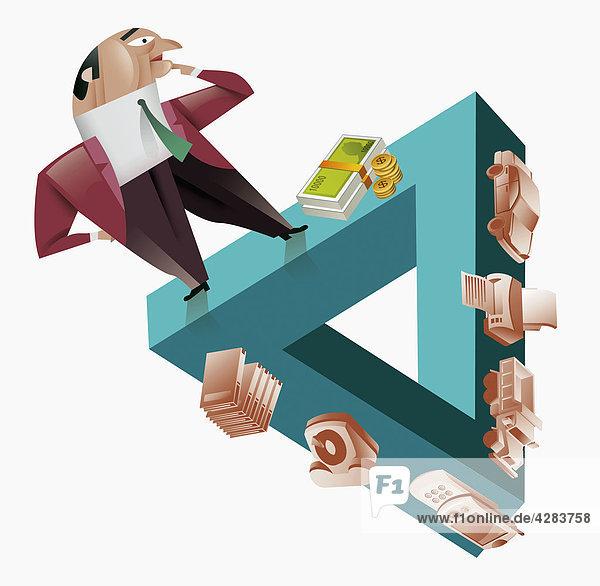 Geschäftsmann steht auf Dreieck mit Geld und Waren