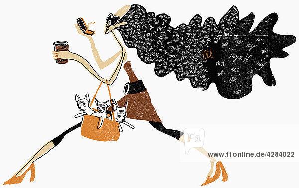 Glamouröse Frau trägt Hunde in einer Tasche