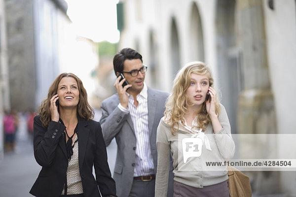 Menschen am Telefon