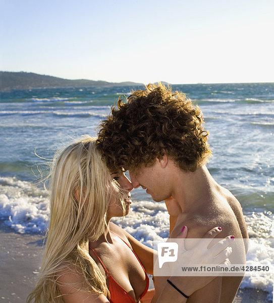 Sexy romantische cple Nahaufnahme Strand