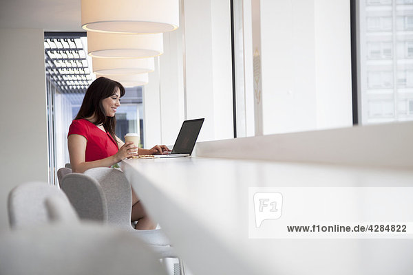 Geschäftsfrauen mit Laptop