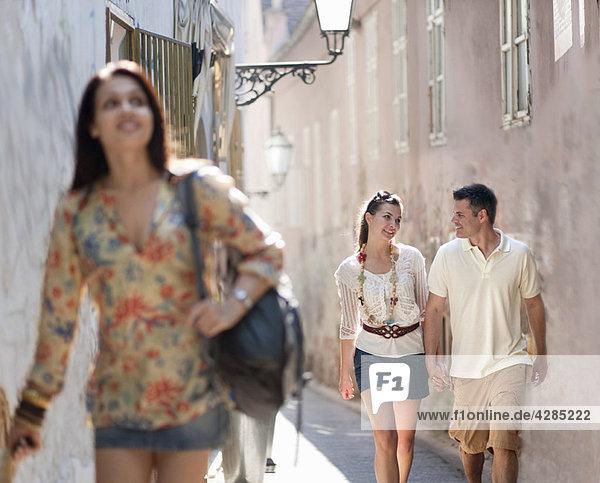 Junge Leute  die zusammen reisen