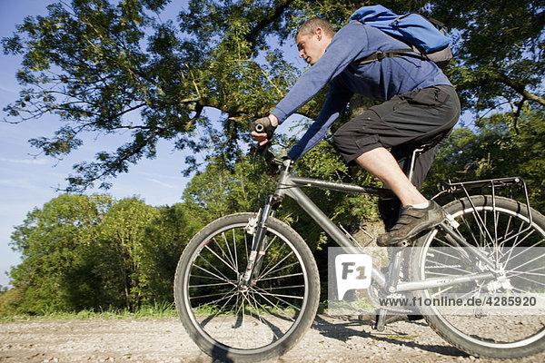 Herrenradfahren mit dem Mountainbike