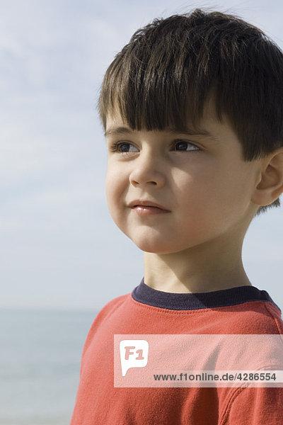 Kleiner Junge im Freien  Portrait
