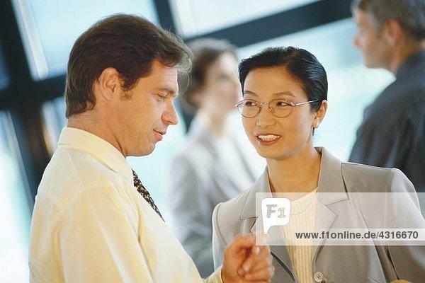 Geschäftspartner im Gespräch