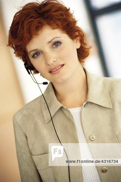 Frau mit Kopfhörer  Portrait
