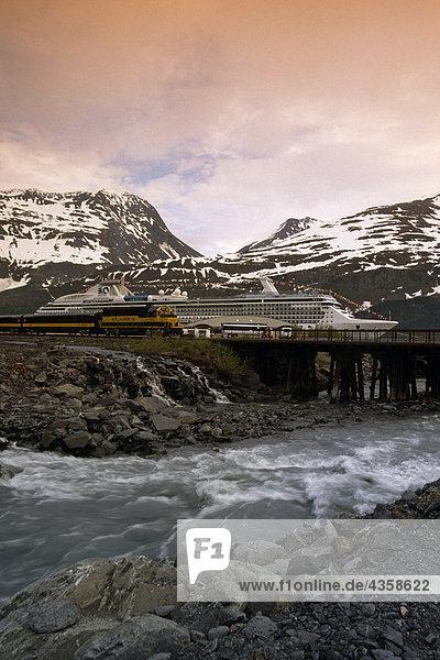 Prinzessin Kreuzfahrtschiff @ Whittier w/AK Railroad AK SC Frühling * Island Princess *