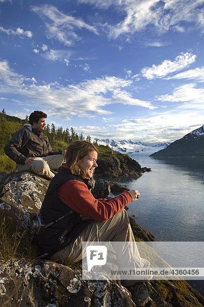 sehen Sommer Süden Fjord Mann und Frau