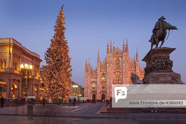 abends advent christbaum italien kirche piazza del duomo religion skulptur stadt. Black Bedroom Furniture Sets. Home Design Ideas