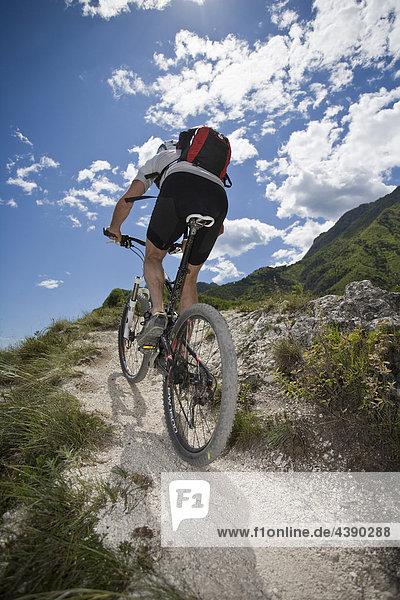 Mountainbiking  Gardasee  Italien  Berg  Trentino  Radfahren  Velo  Velofahren  Mann  Tour  Sport  Geschicklichkeit  Balance  Al