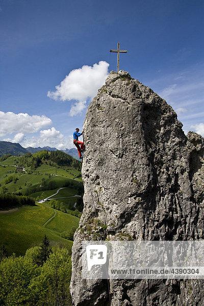 Mann  Gipfel  Klettern  Landschaft  Ennstal  Losenstein  Laussa  Oberösterreich  Oesterreich  Österreich  Gipfelkreuz  Sport  Be