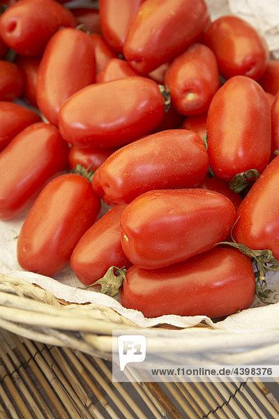 Tomaten auf dem Display auf Markt
