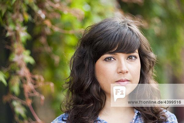 Außenaufnahme  Portrait  jung