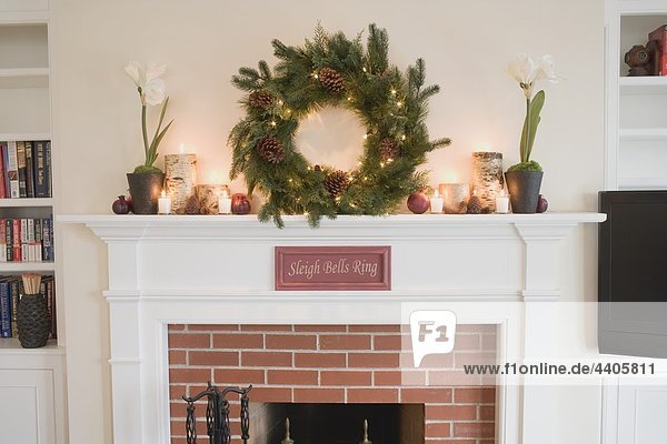 Kaminsims Dekoriert Für Weihnachten