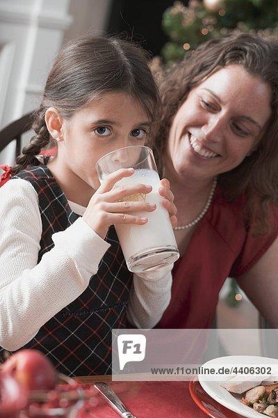 Glas Weihnachten Gericht Mahlzeit trinken Mädchen Milch