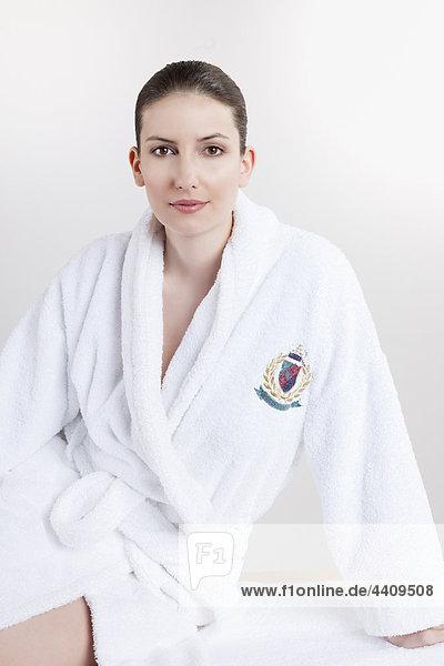 Frau im Bademantel  Portrait