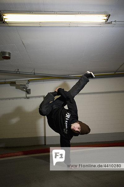 Mann beim Breakdance  Porträt.