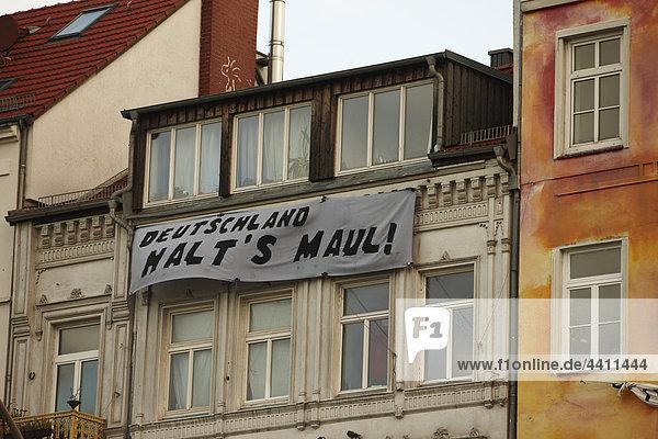 Deutschland  Hamburg  Banner hängt am Gebäude