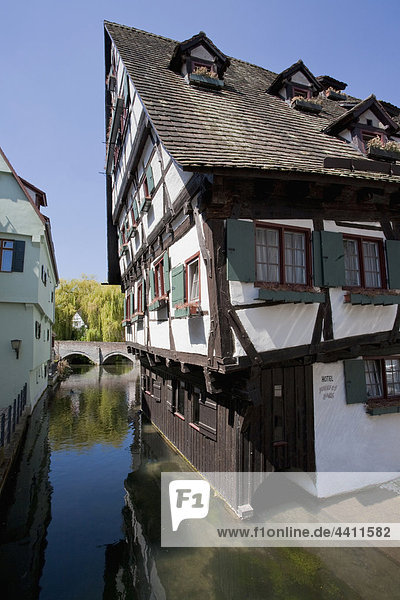 Deutschland  Ulm  Fischerviertel  Crooked schiefes haus hotel am See