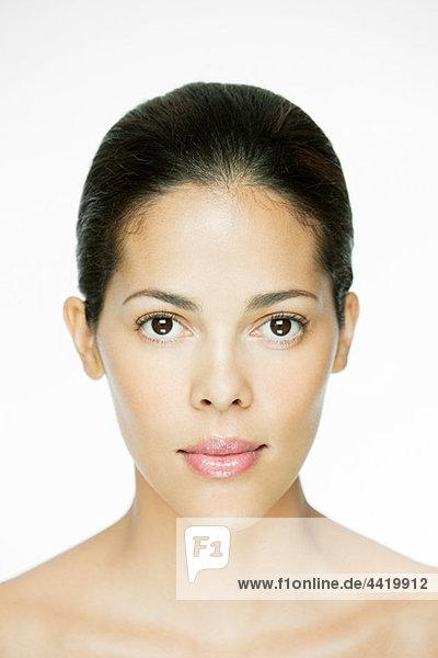Porträt einer jungen hispanischen Frau