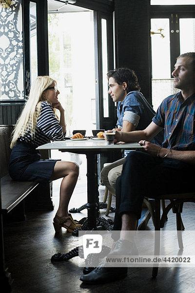 Kaffeetrinken im Café